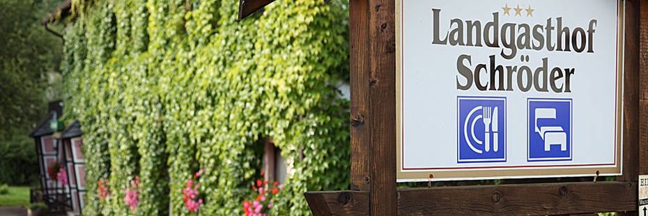Schild des Landgasthofs Schröder